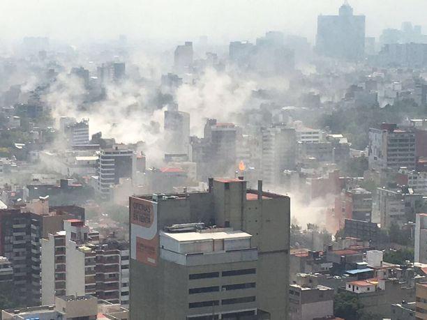 Yleiskuva Méxicon kaupungista heti järistyksen jälkeen.