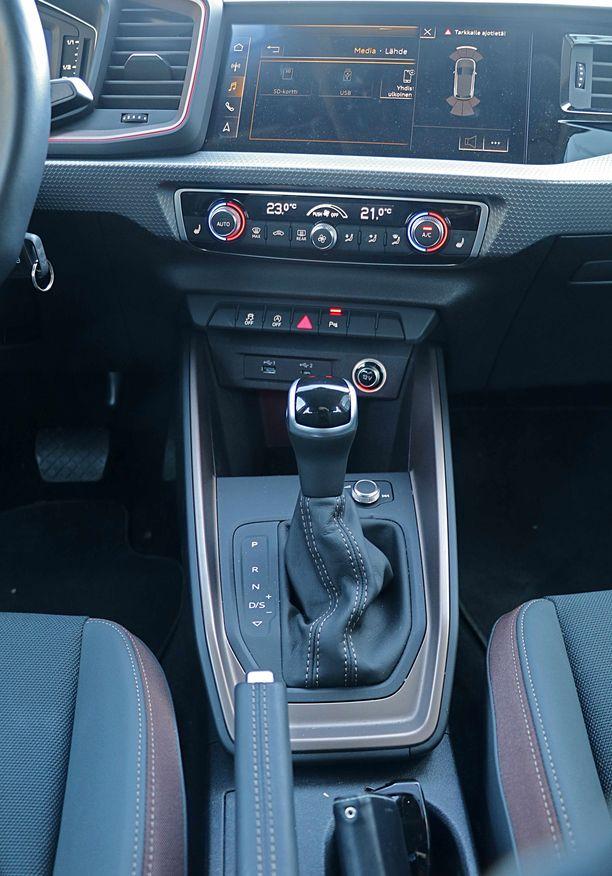 Nopea DSG-vaihteisto sopii auton ärhäkkään luonteeseen.