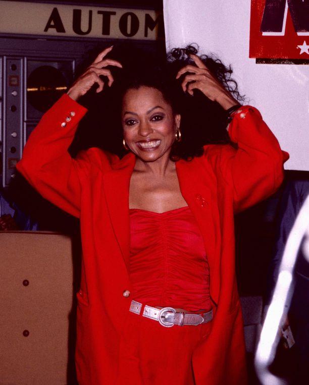 Diana Ross tuli julkisuuteen The Supremes -yhtyeestä ja lanseerasi sen jälkeen menestyksekkään laulajauran, joka on jatkunut näihin päiviin asti.
