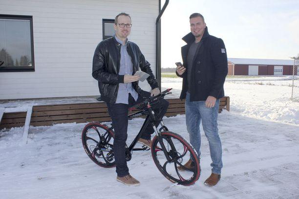 Matti Latvala (vas.) ja Jaakko Vihriälä kehittivät tavaroiden lainauspalvelun. Sen avulla on esimerkiksi polkupyörä mahdollista lainata sitä tarvitsevalle.