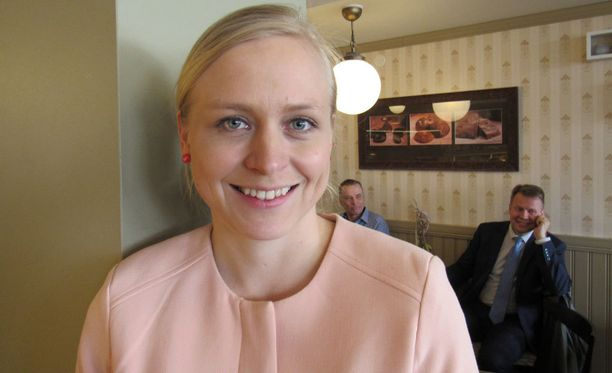 Kansanedustaja Elina Lepomäki pyrkii kokoomuksen johtoon, mutta kansansuosiota ei ole.