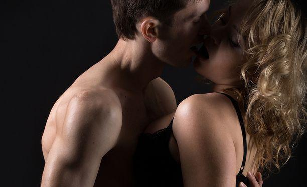 Useimmiten mies teeskentelee orgasmia sen vuoksi, että haluaa nostaa kumppaninsa itsetuntoa.