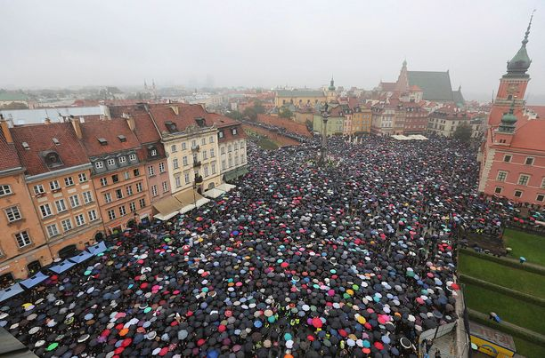 Mielenosoitukset keräsivät ison joukon ihmisiä.