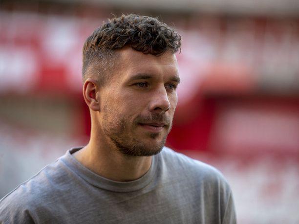 Lukas Podolski sanoi suorat sanat pelaajien vaimoista.