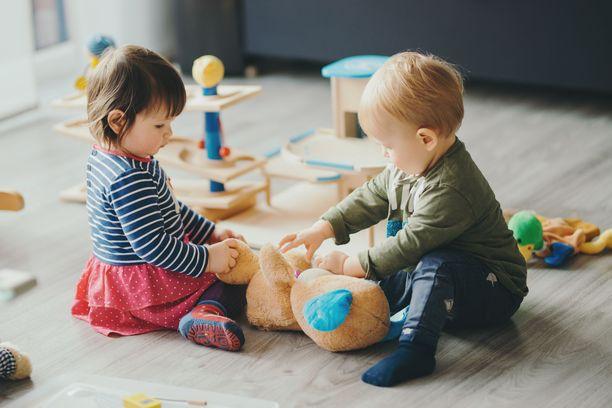 Poikkeusaikana myös lasten on kannettava kortensa viruksentorjuntakekoon.