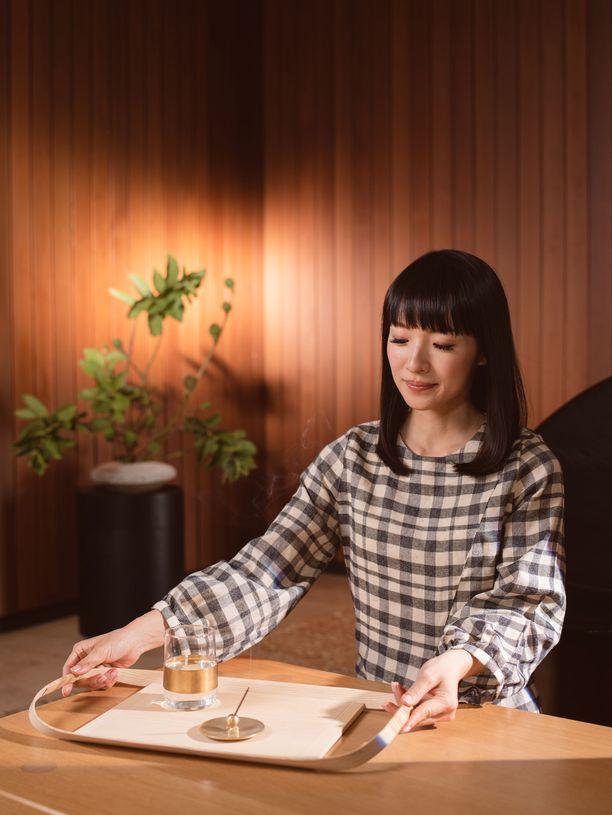 Japanilainen järjestelyasiantuntija Marie Kondo on avannut nettisivuilleen verkkokaupan, joka puhuttaa.