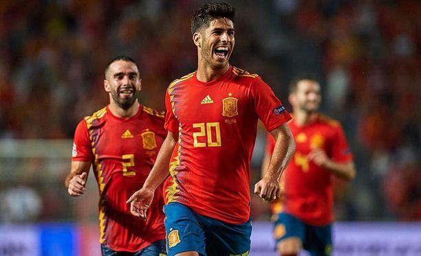 Marco Asensio (kesk.) oli Espanjan sankari 6-0-murskavoitossa.