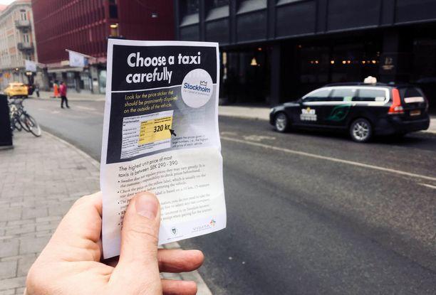 Tukholmassa jaetaan ohjelappuja, joissa kehotetaan valppautta taksin valintaan.