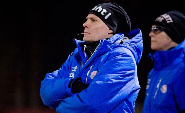 FC Lahden valmentaja Toni Korkeakunnas johtaa joukkonsa Saviniemeen sunnuntaina.
