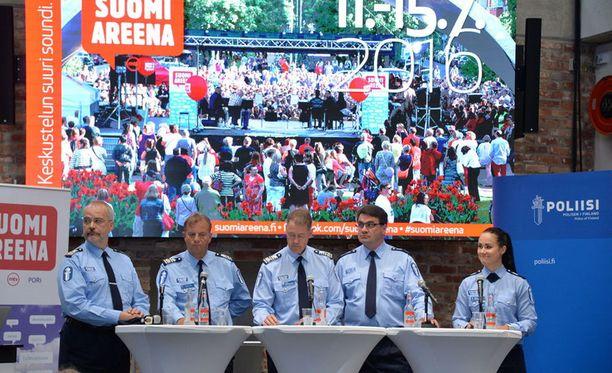 SuomiAreenassa pidettiin muun muassa poliisien paneelikeskustelu.