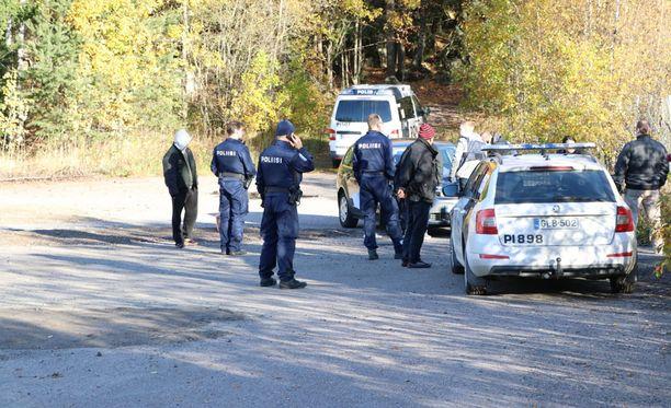 Poliisi otti kiinni 13 henkilöä operaatiossa.