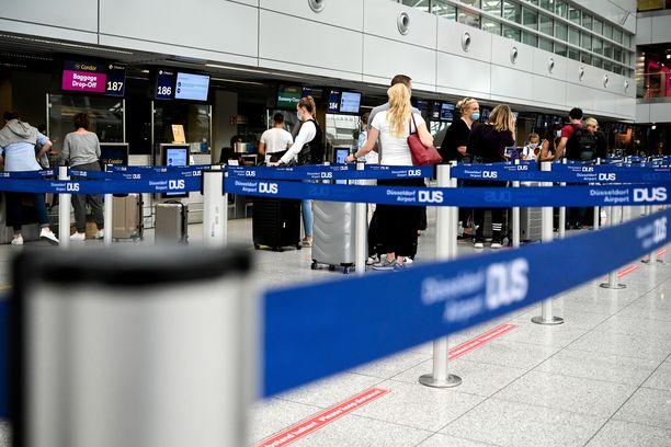 Tarpeetonta matkustamista suositellaan välttämään muualle paitsi maihin, jotka ovat purkaneet maahantulon rajoituksia.