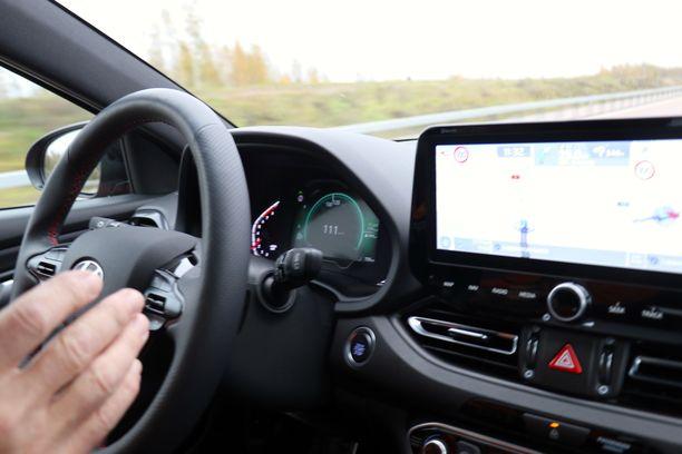 Uuden Hyundain uusi kaistallapysymisavustin lisää ajon vaivattomuutta.