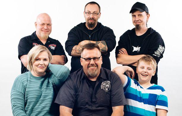 Autokauppa on perheyritys, jossa työskentelevät myös Heikki, Harri ja Joni.