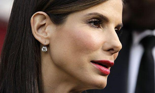 Sandra Bullock myöntää jättäneensä avioerohakemuksen.