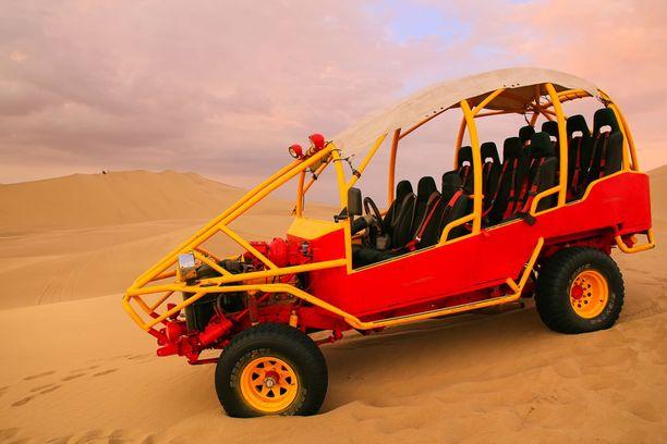Huahachinan dyyneihin voi tutustua aavikkoautoilla.