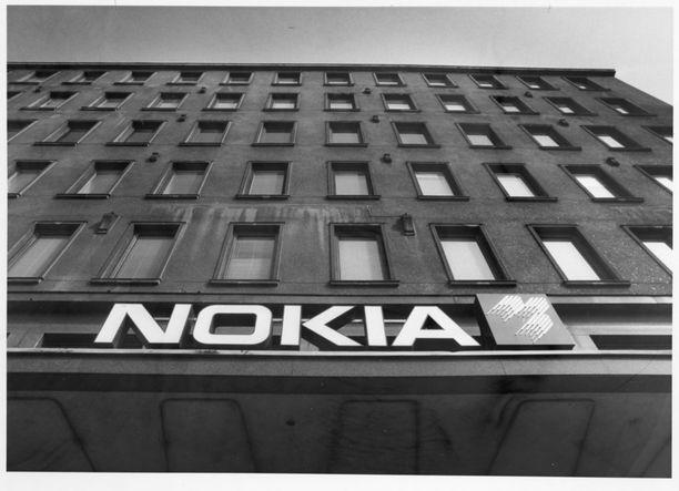 Widomski kohosi Nokian hierarkiassa nopeasti aluevientipäälliköksi, vientipäälliköksi ja lopulta vuonna 1978 SEV-maiden vientijohtajaksi.