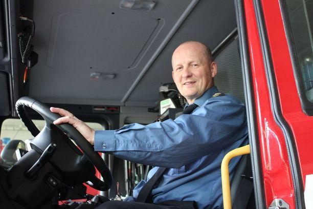 Etelä-Pohjanmaan pelastuslaitoksen pelastuspäällikkö Keijo Kangastien mukaan Lappajärven palokuntalaiset ovat erittäin sitoutuneita tehtävien hoitoon.
