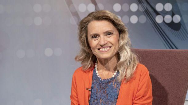 Päivi Räsänen pahoittelee ohjelmassa sitä, että hänen poliittisen työnsä ja näkemystensä vuoksi myös perheenjäsenet ovat saaneet osansa loanheitosta ja suoranaisista uhkailuista.