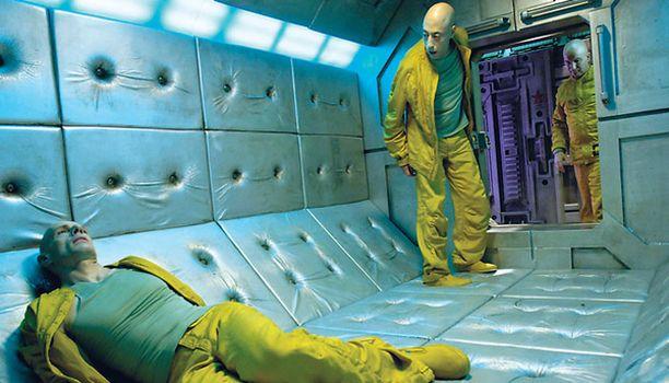 Avaruusvankilaan saapuu outo vanki elokuvassa Dante 01.