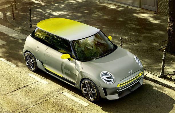 Hopea-keltainen värimaailma ja suljettu etusäleikkö. Sähkö-Minin konsepti erottuu joukosta.