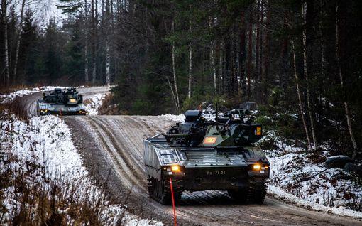 Katso kuvat: Puolustusvoimien pääsotaharjoitus käynnissä – vihollisen äkillinen hyökkäys vyöryy päälle