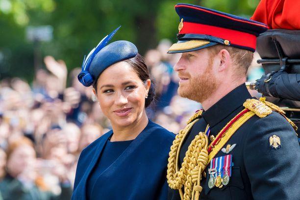 Herttua Harry ja herttuatar Meghan eivät menetä arvonimiään, mutta eivät enää saa edistää omia liiketoimiaan kuninkaallisuudella.