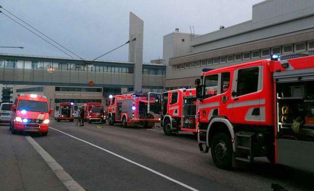Tampereen poliisivankilaan hälytettiin useita pelastuslaitoksen yksiköitä perjantaina.