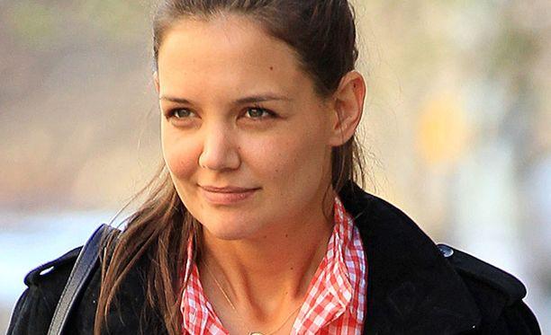 Katie Holmes pyrki varmistelemaan etukäteen, että arki sujuu mahdollisimman mutkattomasti avioeropapereiden toimituksen jälkeen.