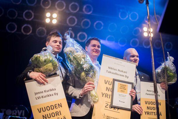Kisan toiseksi sijoittui LVI-Kurikka Oy:n Jonne Kurikka, 27, Ylöjärveltä. Kolmanneksi tuli ForestVital Oy:n Petri Jykylä, 28, Ähtäristä. Keskellä Niklas Nukari.