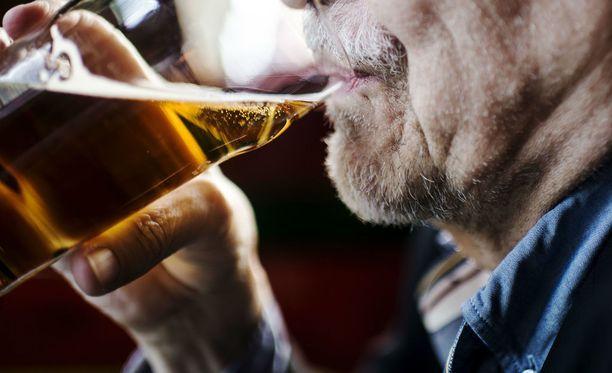 Tuhopolttoja tehtaileva mies pisti myös kapakan palamaan sen jälkeen, kun tarjoilija kieltäytyi myymästä lisää juomaa. Kuvituskuva.