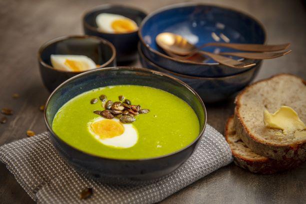 Terveellisestä lehtikaalista tehtyä keittoa voi hyvällä syyllä kutsua oikeaksi voimakeitoksi.