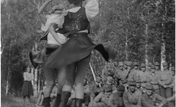 """Haapajärven kylässä esiintyi vuonna 1941 """"ikäväntorjuntapatteri""""."""