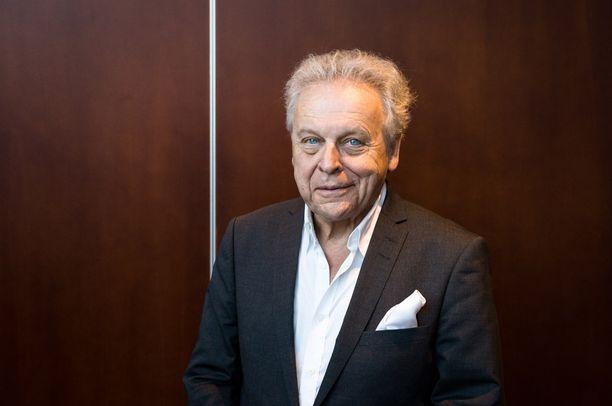 Historioitsija, kirjailija Herman Lindqvist oli 2000-luvun alussa kruununprinsessa Victorian henkilökohtainen historianopettaja.