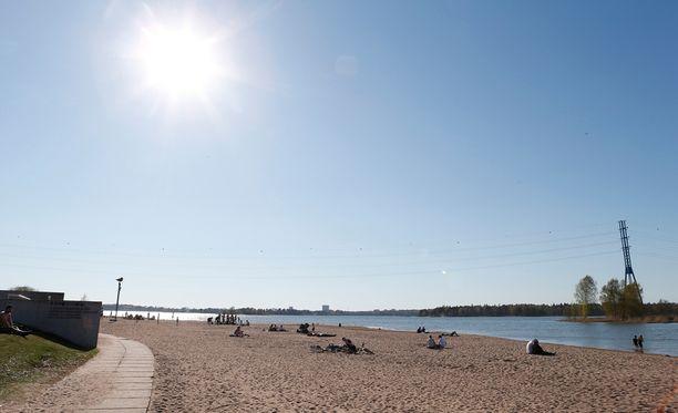 Etelä-Suomessa on saatu nauttia monin paikoin hellelukemista.
