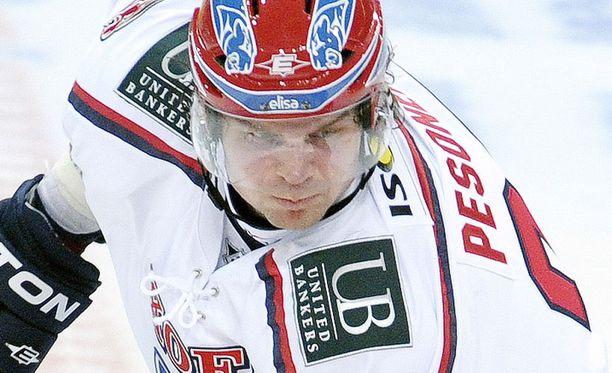 Janne Pesonen kantaa nyt HIFK-paitaa.