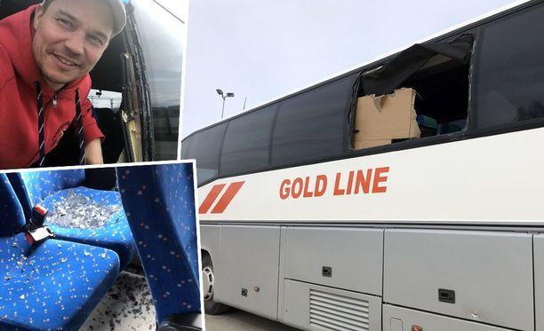 Risto Palojoki kurkisti bussin rikkoutuneesta ikkunasta.