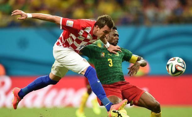 Mario Mandzukic (vasemmalla) otti joukkueen reppuselkään.