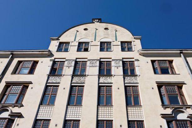 Puoluetoimisto sijaitsee Yrjönkadun arvokiinteistön ylimmässä kerroksessa.