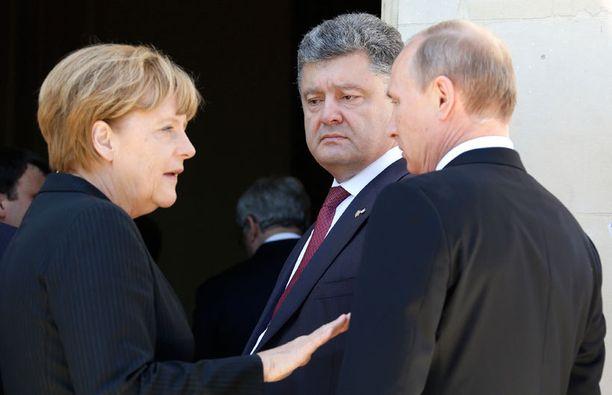 Petro Poroshenko tapasi Normandian maihinnousun vuosipäivän juhlallisuuksissa muun muassa Saksan liittokansleri Angela Merkelin ja Venäjän presidentti Vladimir Putinin.