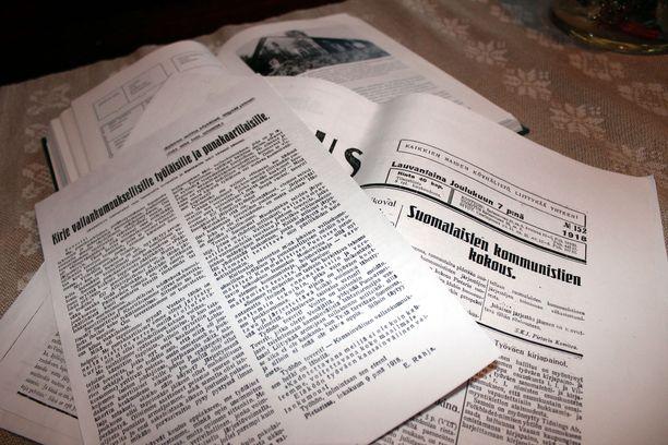 Entisen kyläkaupan vintiltä löydetyt propaganda-aineistot levisivät Suomessa tasan sata vuotta sitten. Asko Juutilaisella on löytämistään aineistoista tallella kopiot, sillä hän luovutti alkuperäiset versiot silloiselle Mikkelin maakunta-arkistolle.