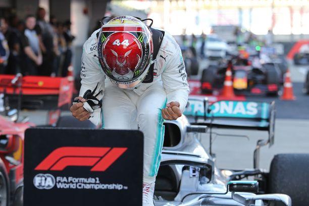 Lewis Hamilton nousi voittajaksi Venäjällä.