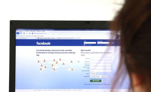 Videoita leviää myös suomenkielisillä Facebook-sivuilla.