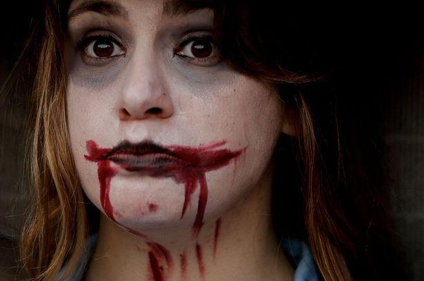 Naisiin kohdistuva väkivalta on yleistä Argentiinassa. Kuvassa väkivaltaa vastustavaan mielenosoitukseen osallistunut nainen.