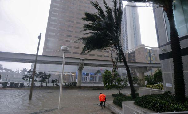 Tällä hetkellä jo laantunut Irma ehti ryöpyttää Floridan Keysin saaria neloskategorian hurrikaanina.