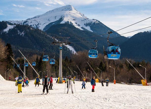 Hiljattaisen hintavertailun mukaan Bulgarian Bansko on edullinen kohde koko perheen hiihtolomalle.