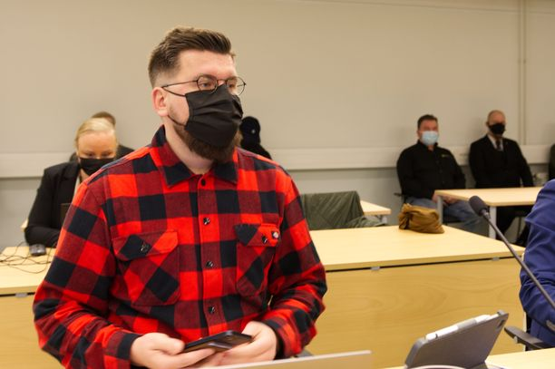 Sebastian Tynkkysen kiihottamisoikeudenkäyntiin saapui parikymmentä yleisön jäsentä.
