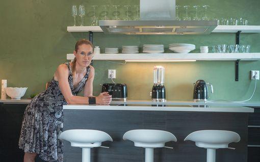 """Sirpa sanoi hyvästit syrjäiselle ja pienelle keittiölle - teki uuden keittiön makuuhuoneesta: """"Tämä on unelmieni täyttymys"""""""