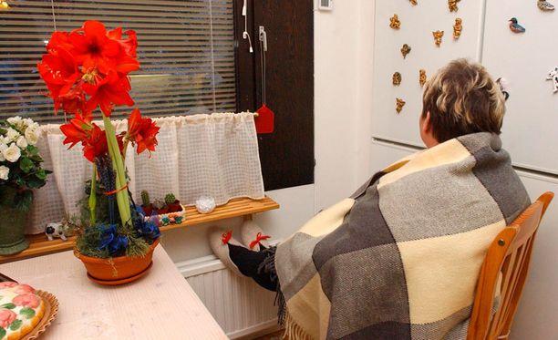 Jos ilmastointi ei aiheuta vedontunnetta kotona, kannattaa tarkastaa ikkunoiden ja muiden saumakohtien kunto.