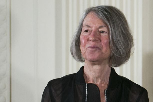 Yhdysvaltalainen runoilija Louise Glück on vuoden 2020 kirjallisuuden Nobel-palkinnon voittaja.